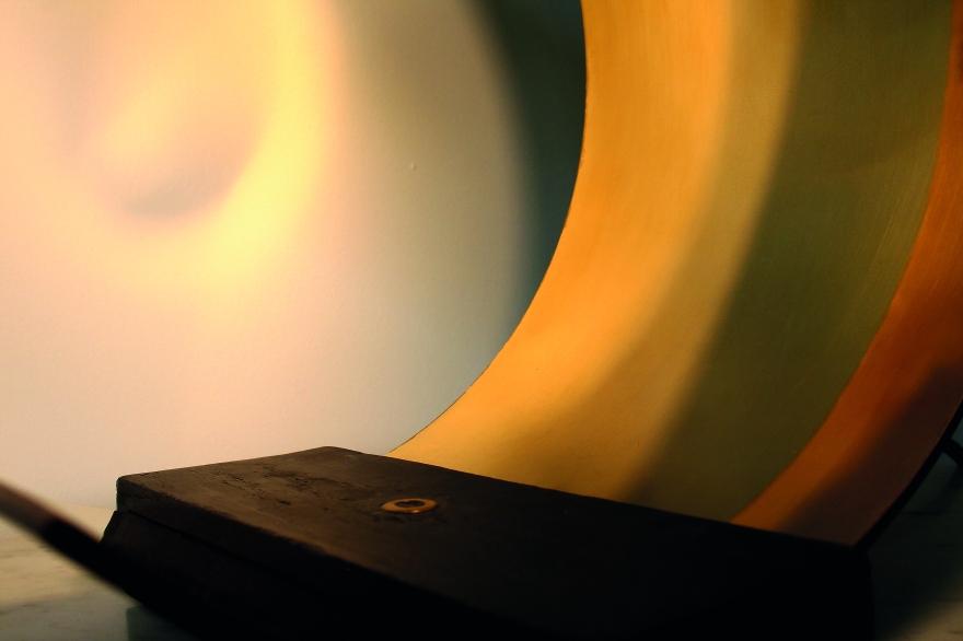 Design d'objet, design de luminaire, luminaire contemporain, luminaire design, luminaire sur commande, designer, architecte designer, luminaire art déco, art déco, luminaire, reflet, ombre et lumière, bois brûlé, laiton, wengé, luminaire en bois, luminaire en métal, luminaire à poser, Lampe Eve par Etreinte d'Epoques